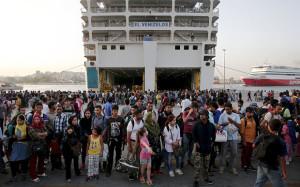 migrants-ferry_3431379b